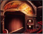 Една вечер да посетите театър
