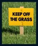 Забранено ходенето по тревата