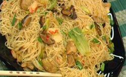 Оризови спагети с китайско зеле и скариди