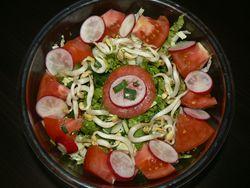 Зелена салата с китайско зеле и домати