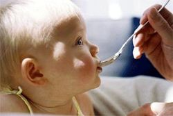Хранене на бебето