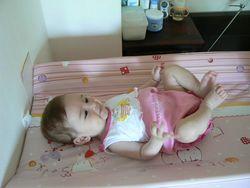Масаж на гърдите на бебето