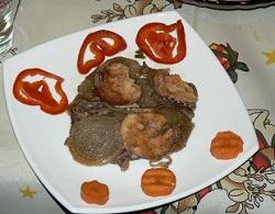 Свински пържоли с лук и топено сирене